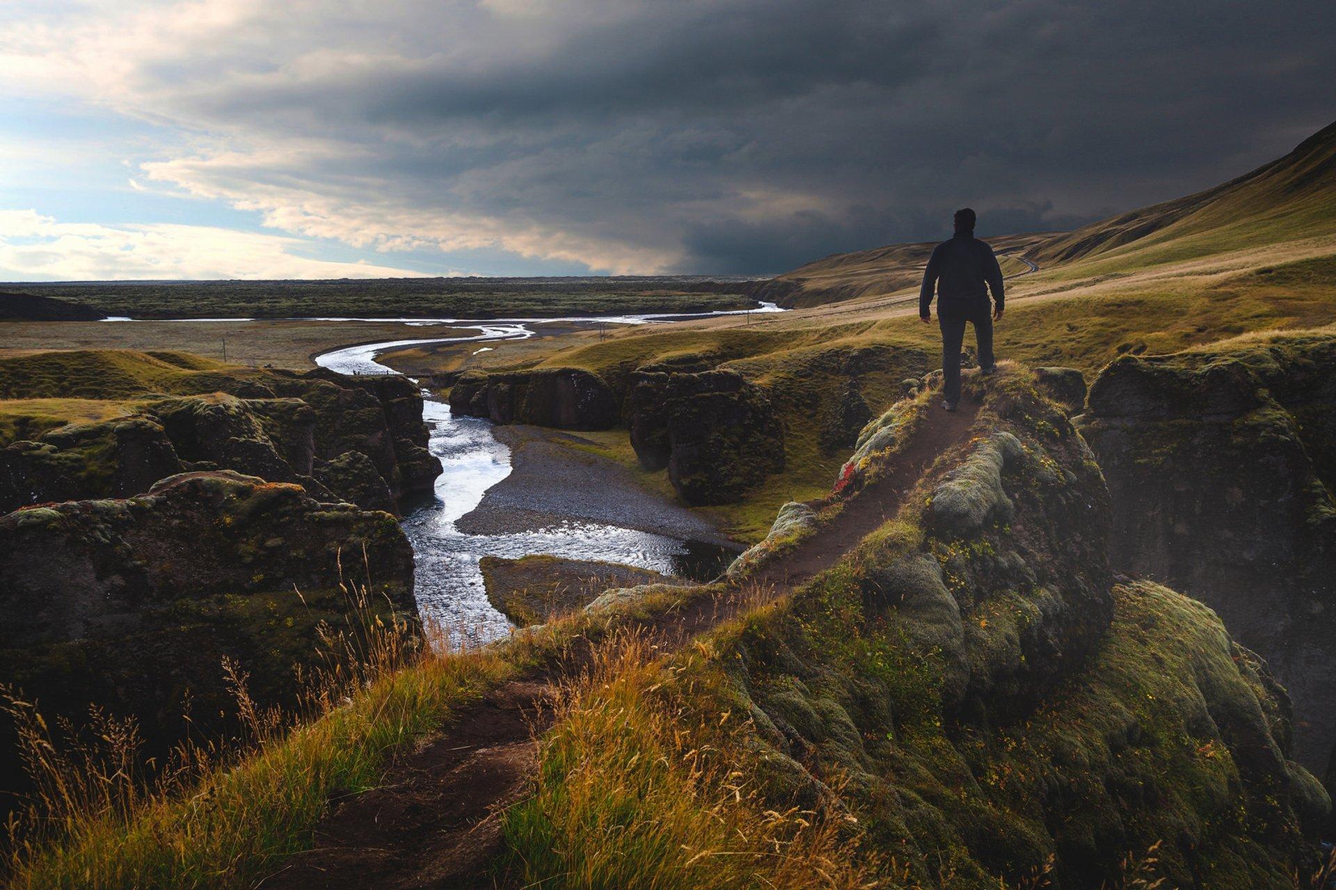 Best time for Fjaðrárgljúfur Canyon in Iceland 2020