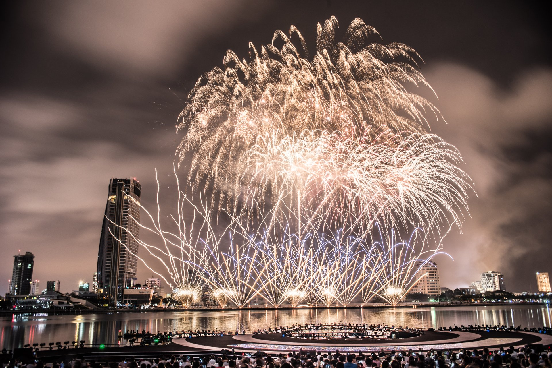 Best time to see Da Nang International Fireworks Competition in Vietnam 2019