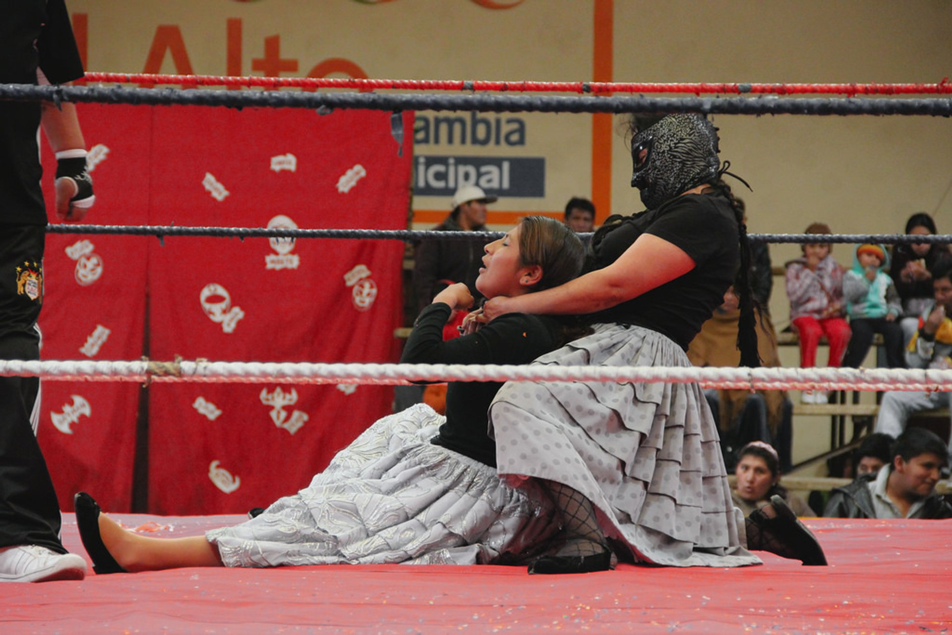 Best time to see Cholita Wrestling in Bolivia 2020