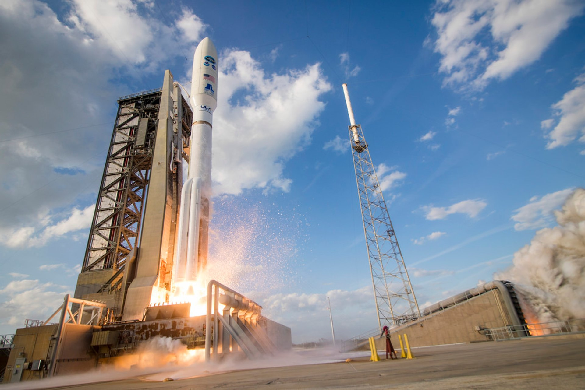 Rocket Launch at Kennedy Space Center in Florida - Best Season 2019