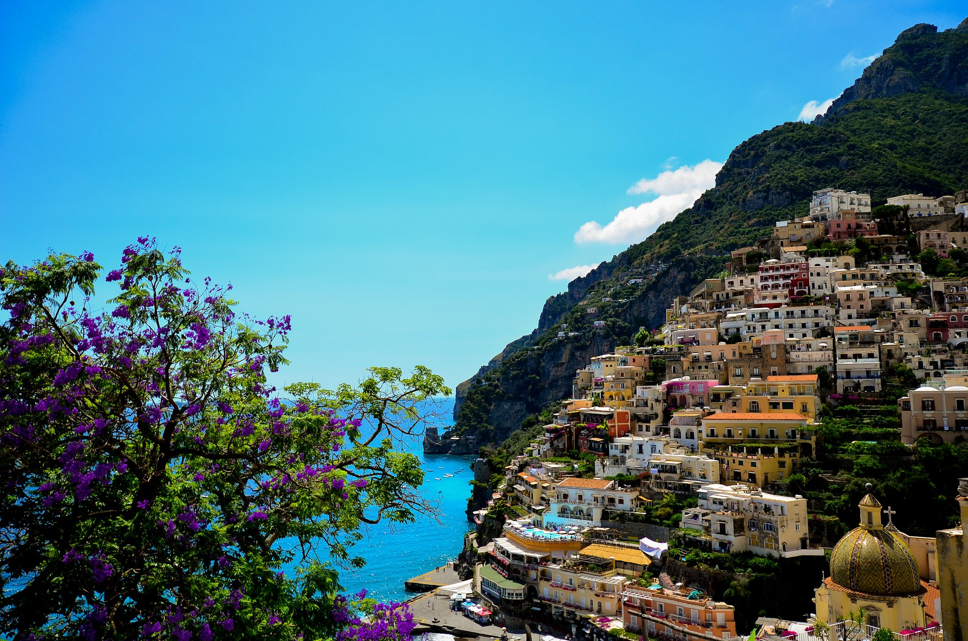 Wisteria in Amalfi Coast - Best Time