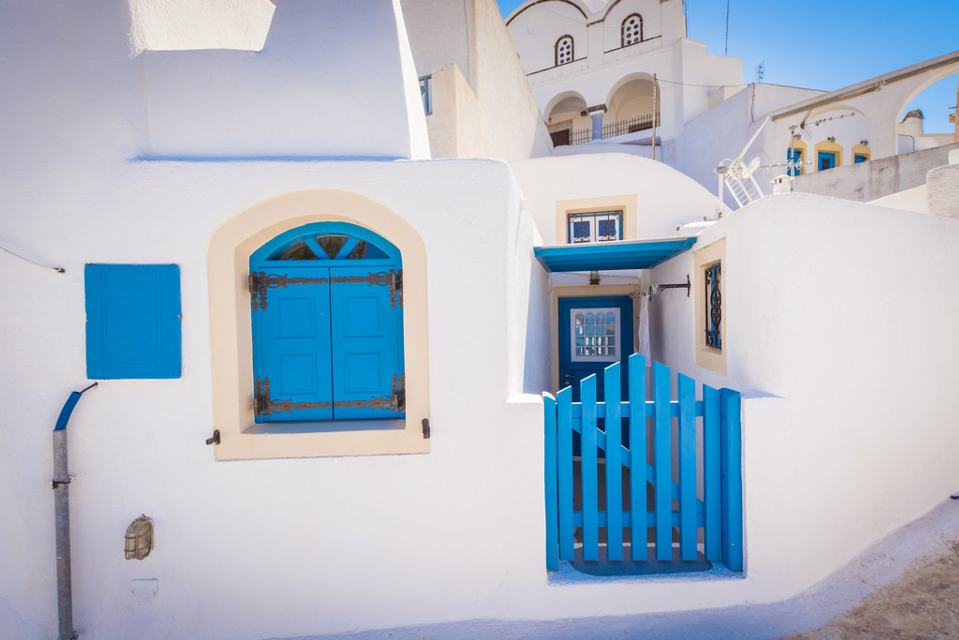 Best time for Whitewashing Houses in Santorini 2020