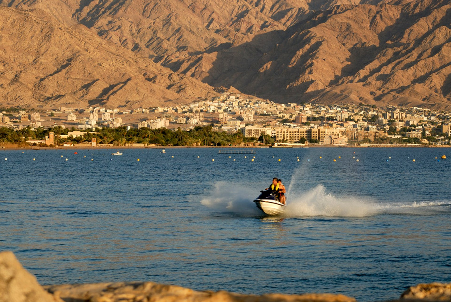 Best time for Waterskiing, Para​sa​iling, and Jet-Skiing in Jordan 2020