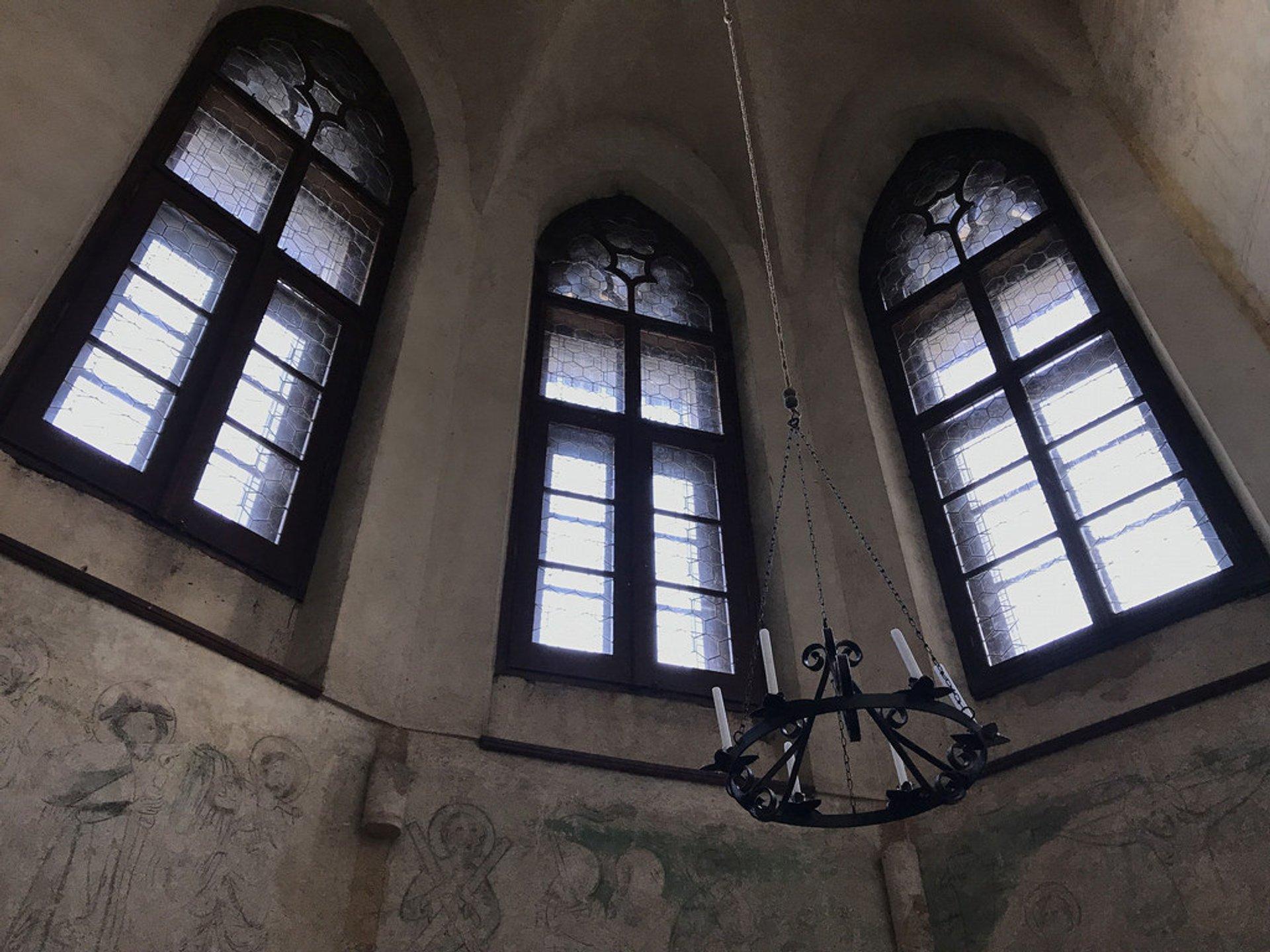 Best time for Houska Castle in Czech Republic 2020