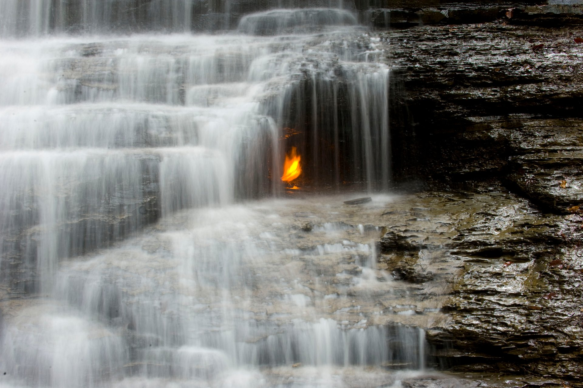 Eternal Flame Falls in Niagara Falls 2020 - Best Time