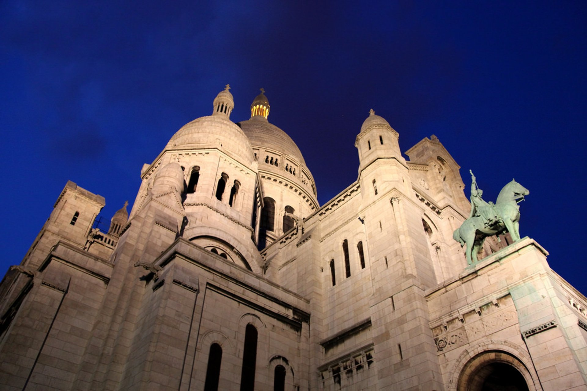 Summer Nights at Sacré Cœur in Paris - Best Season 2020