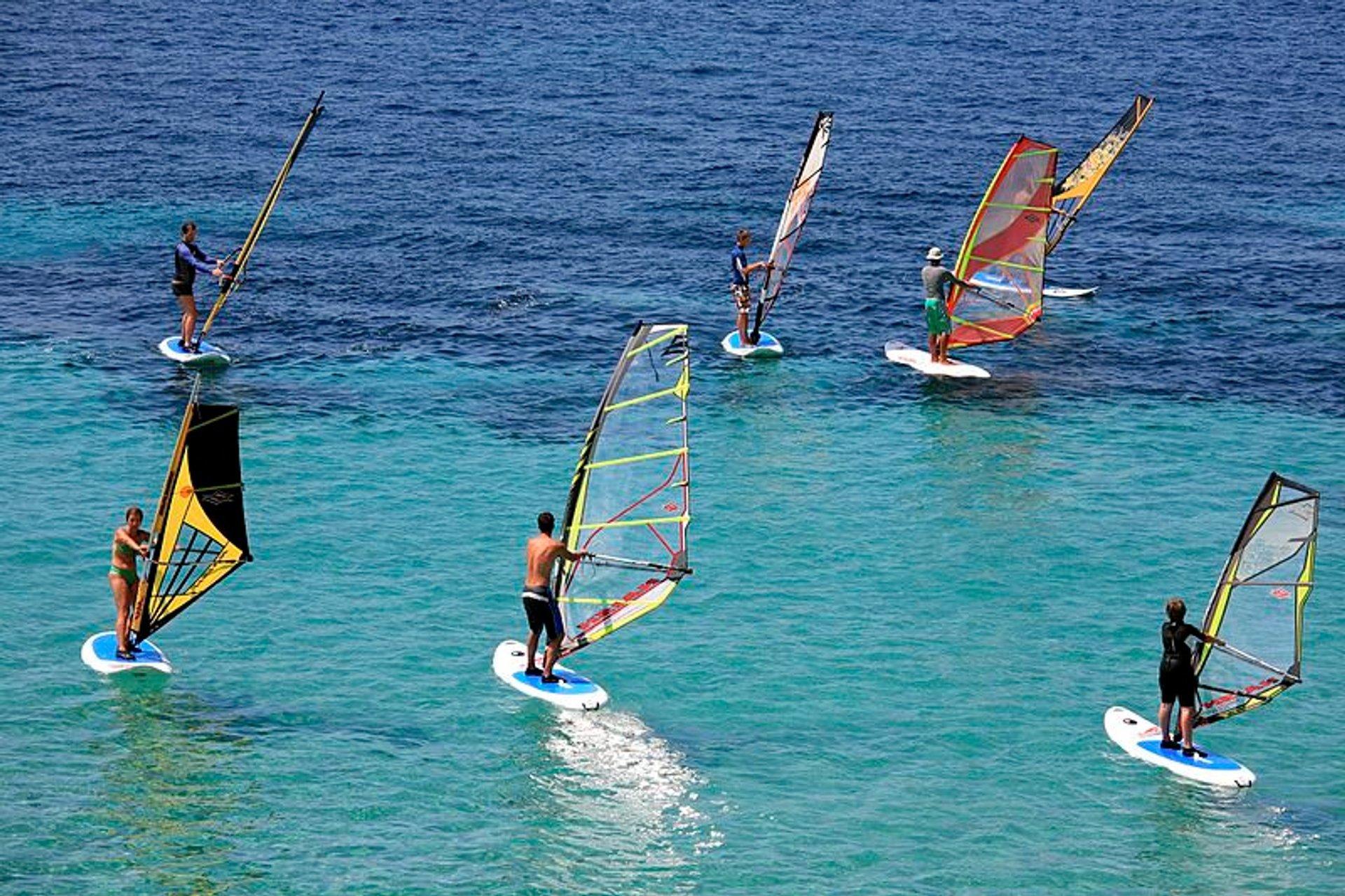 Kitesurfing and Windsurfing in Australia 2020 - Best Time