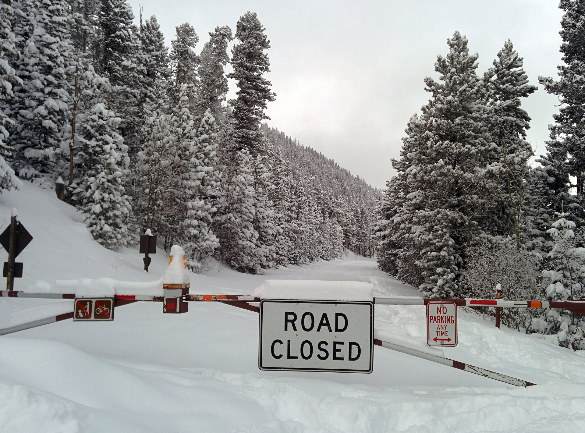 Closed Trail Ridge Road in winter 2020