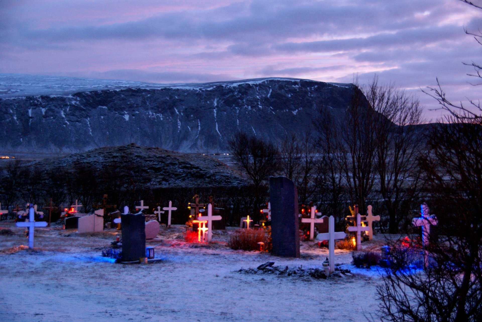 Kotstrandarkirkja graveyard lights 2020