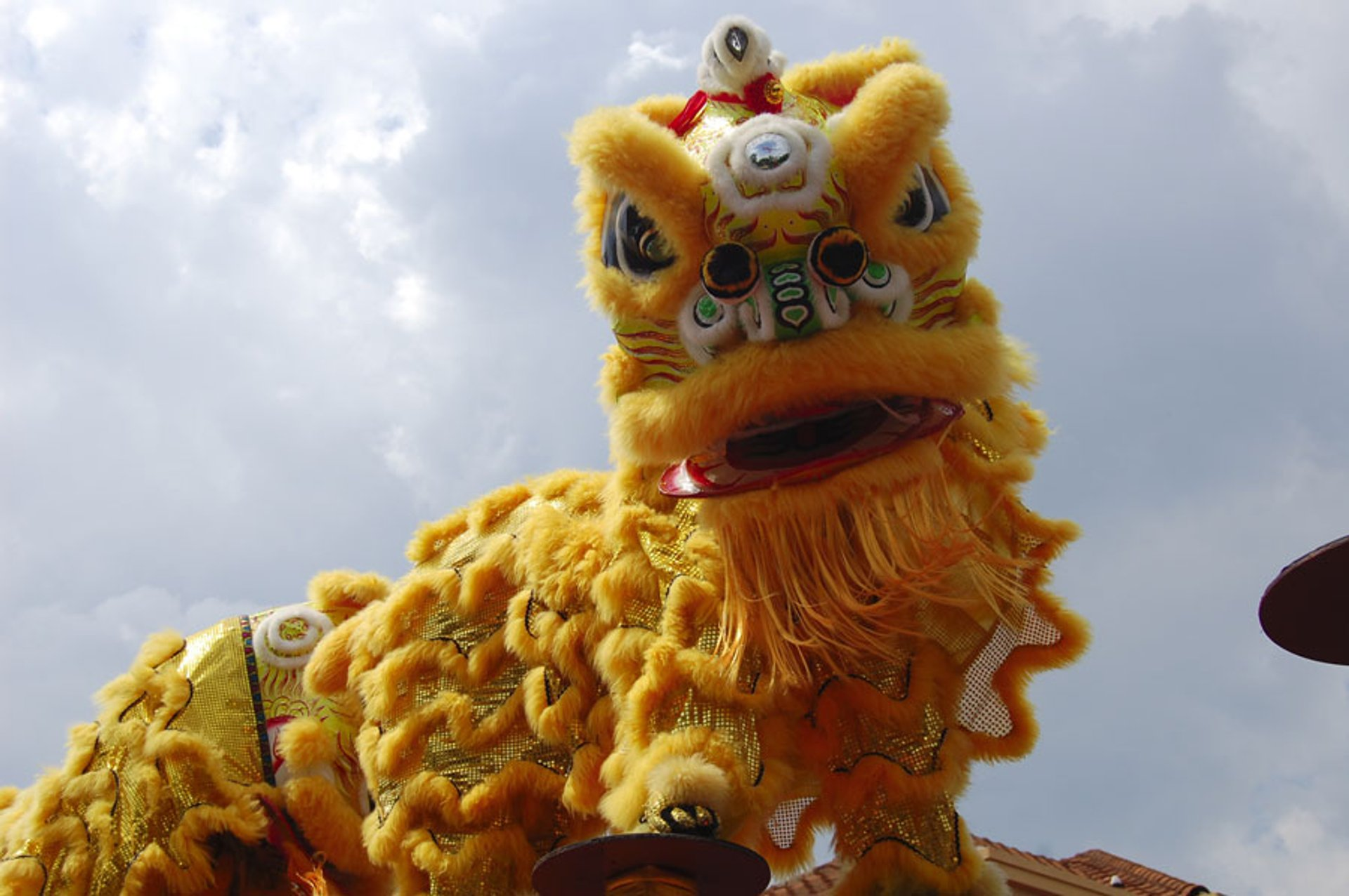 Chinese lion dance on high pillars 2020