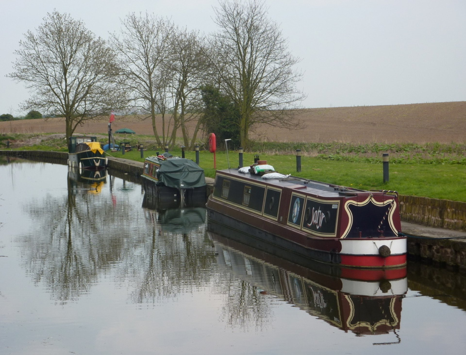 Boating along Chesterfield Canal in England - Best Season 2020