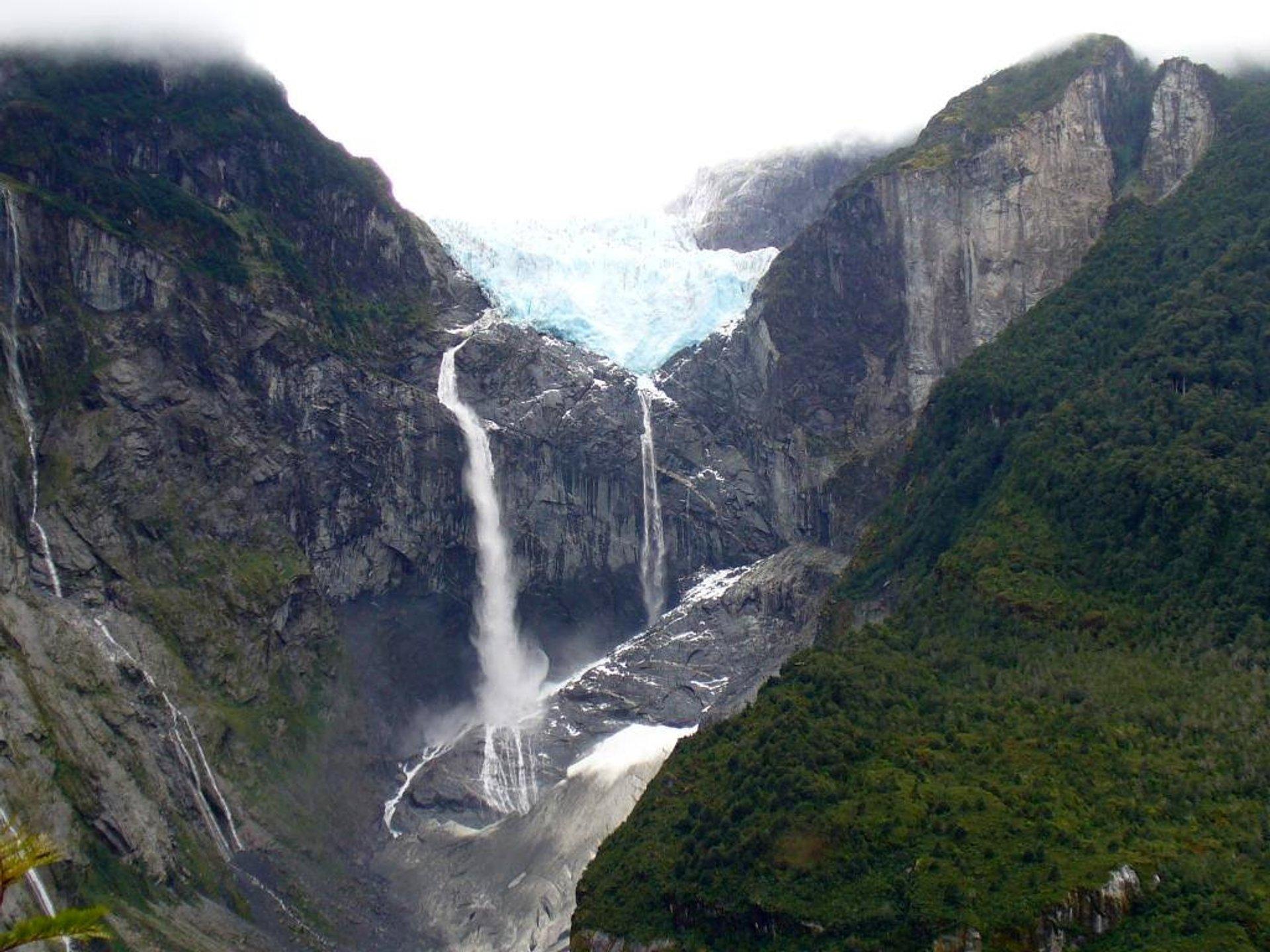 Best time for Cascada de Ventisquero Colgante in Chile 2019
