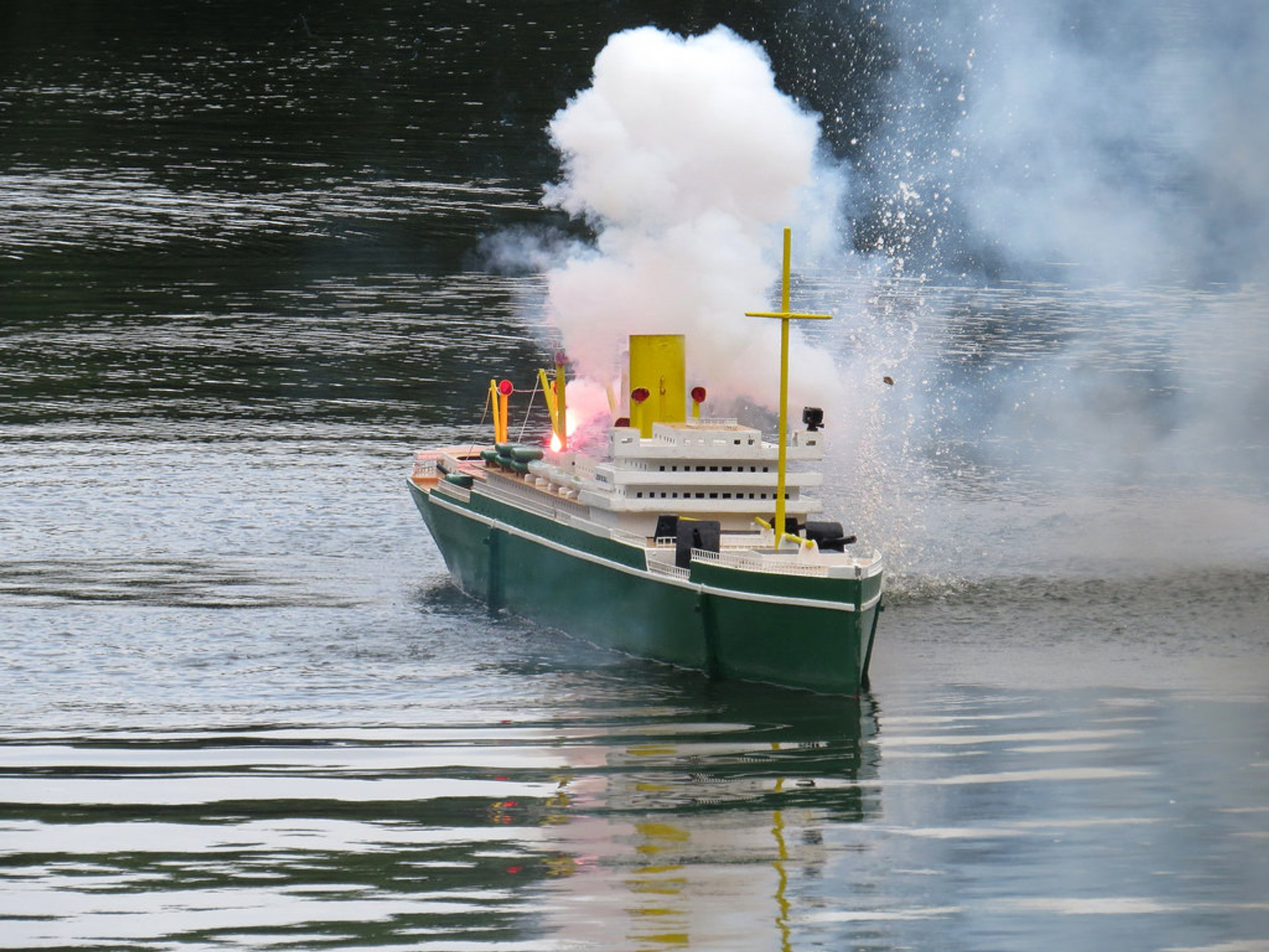Peasholm Park Naval Battles in England 2019 - Best Time