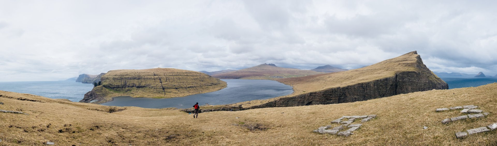 Lake Sørvágsvatn in Faroe Islands - Best Season 2019