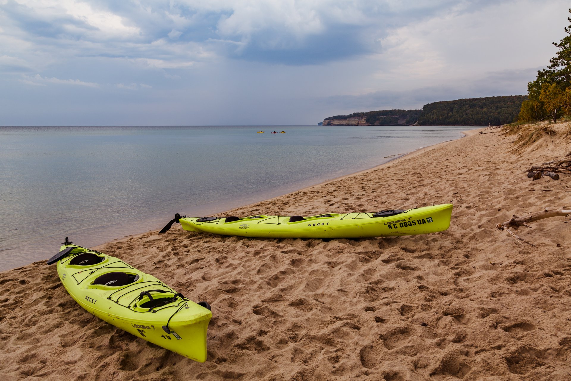 Pictured Rocks Kayaking in Midwest - Best Season 2019