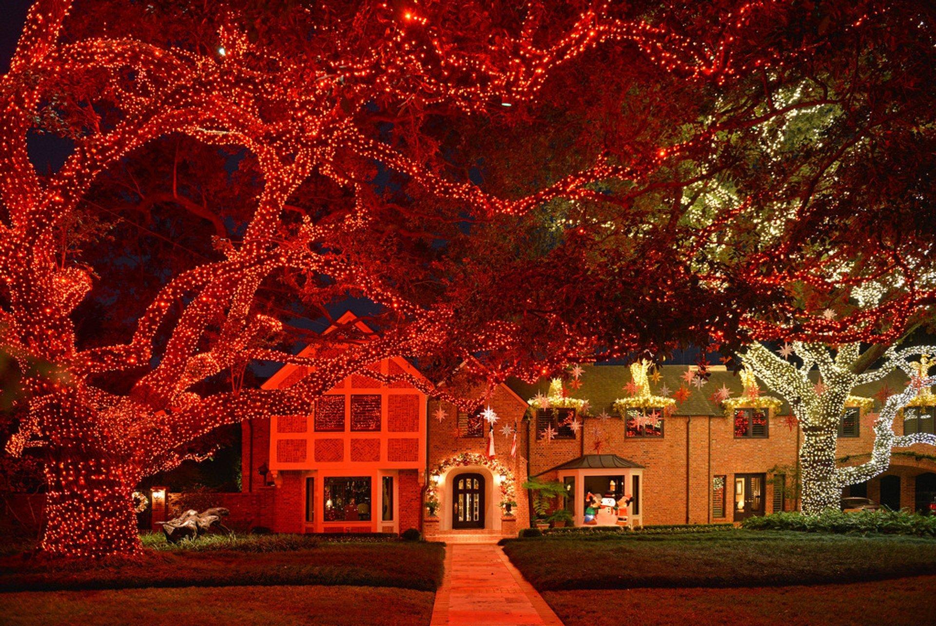 Christmas lights in River Oaks 2020