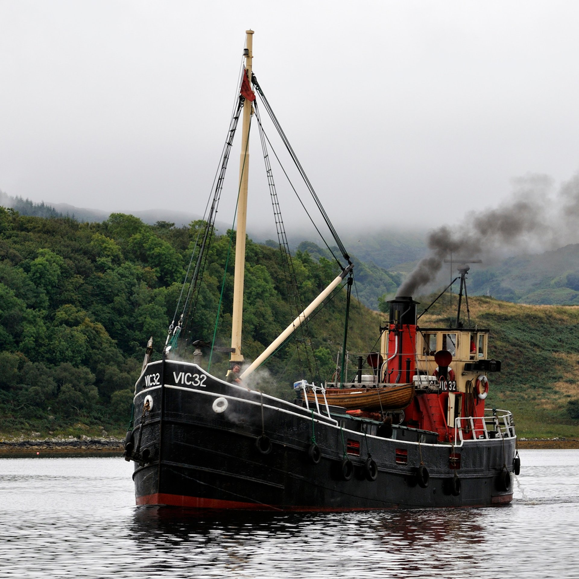 Cruising on a Vintage Steam Boat in Scotland 2020 - Best Time