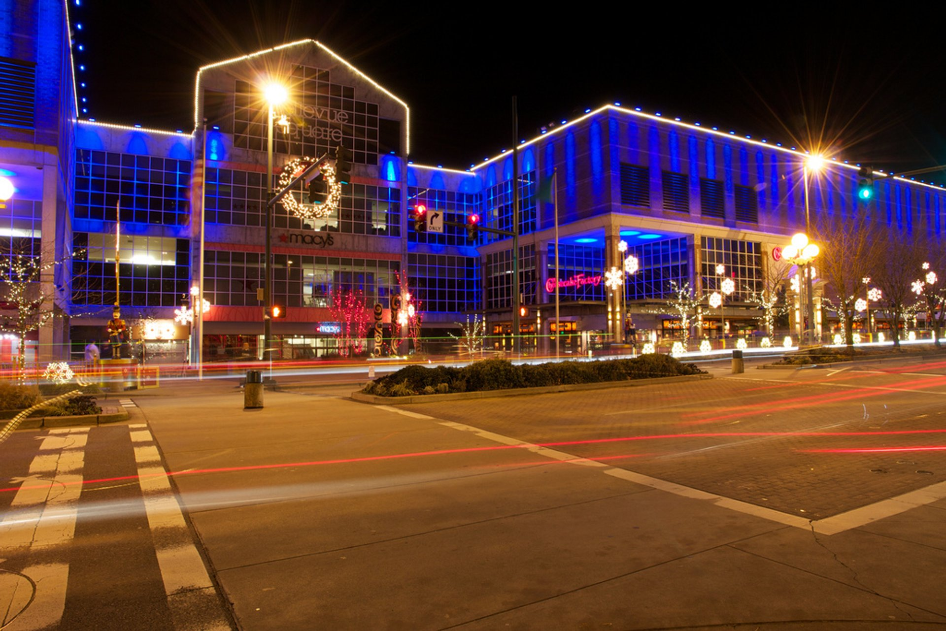 Christmas decoration inside Bellevue Square 2020