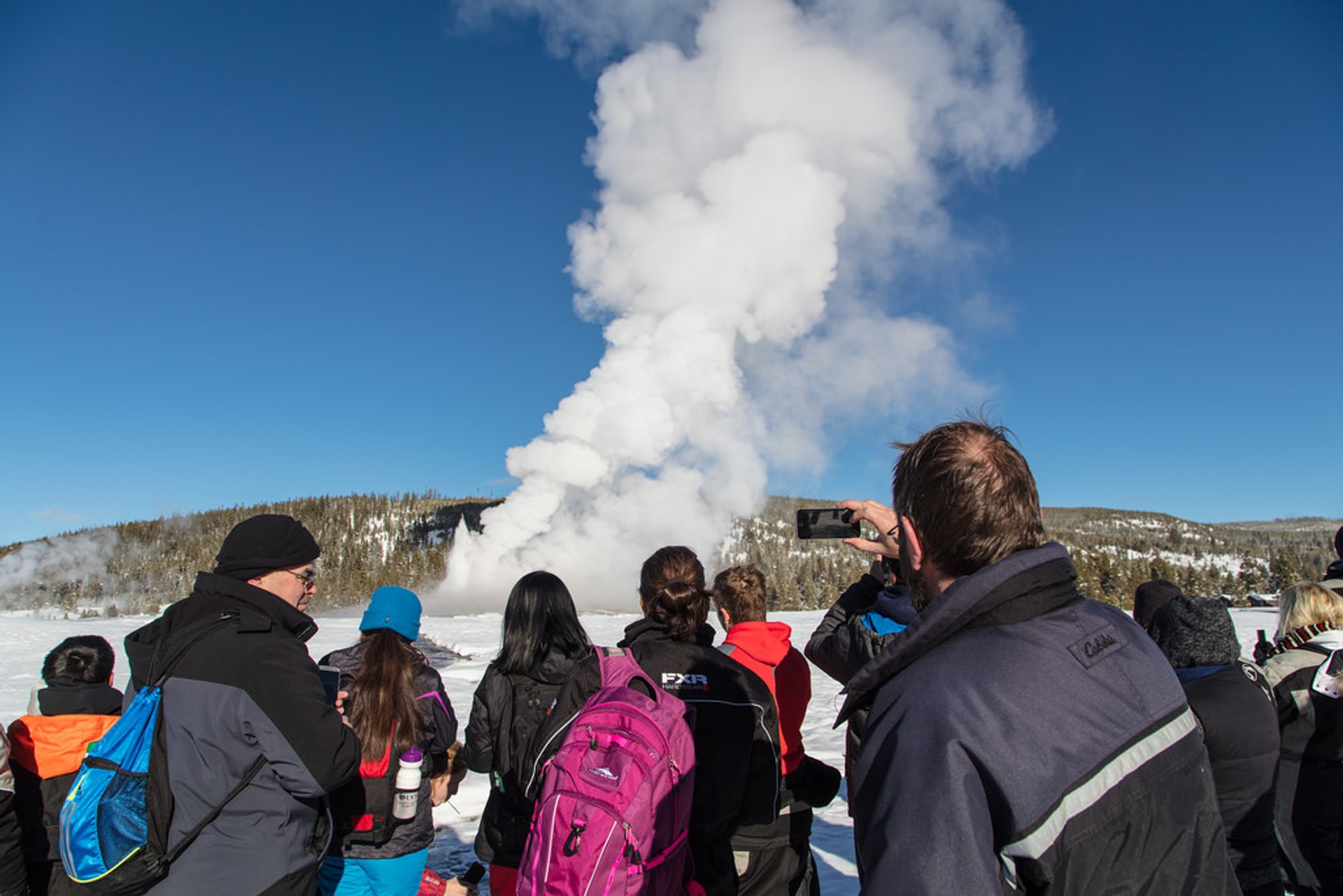 Best time to see Old Faithful Geyser in Yellowstone National Park 2020