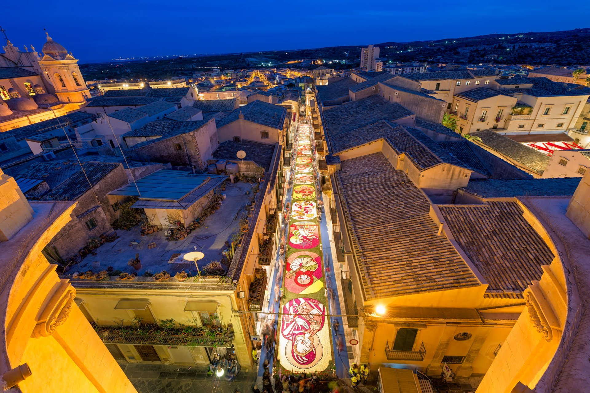 A view from above of Via Nicolaci, Noto, taken from the balcony that joins the two bell towers of the Church of Montevergini 2019