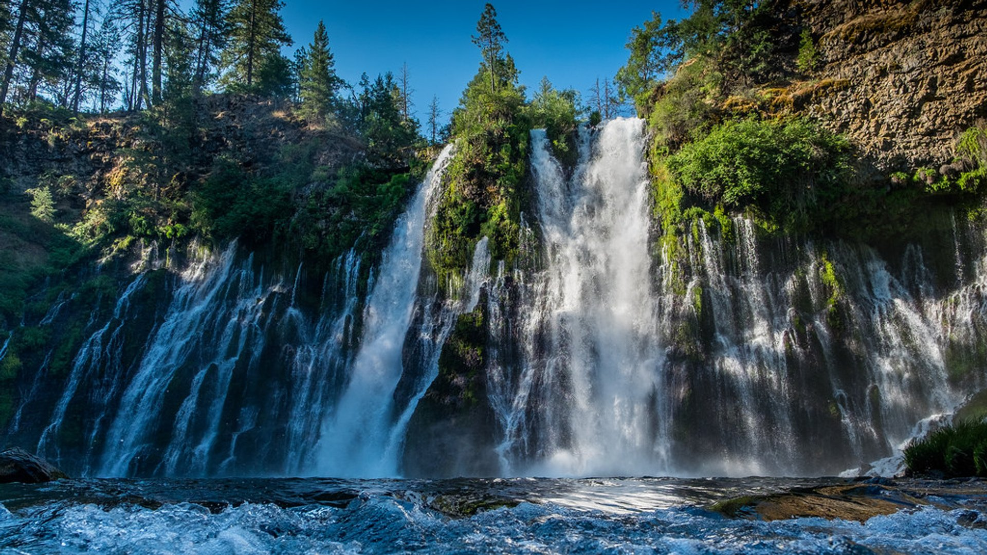 Best time to see Burney Falls in California 2020