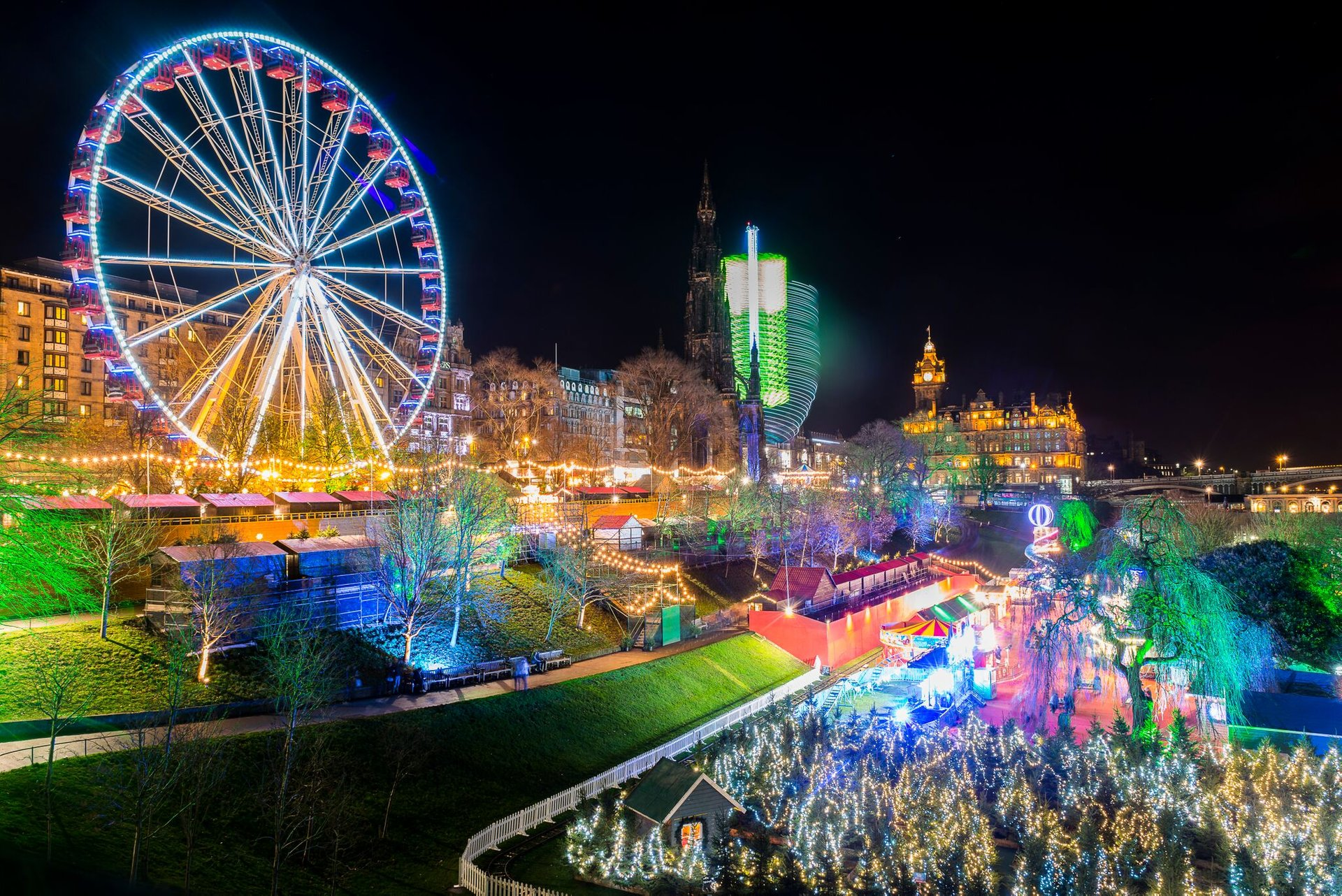Christmas Lights in Edinburgh 2020 - Best Time