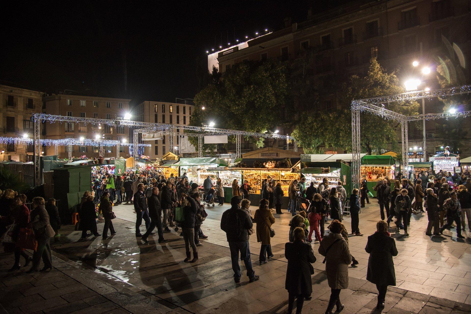 Fira de Santa Llúcia at Avinguda de la Catedral, Barcelona 2020