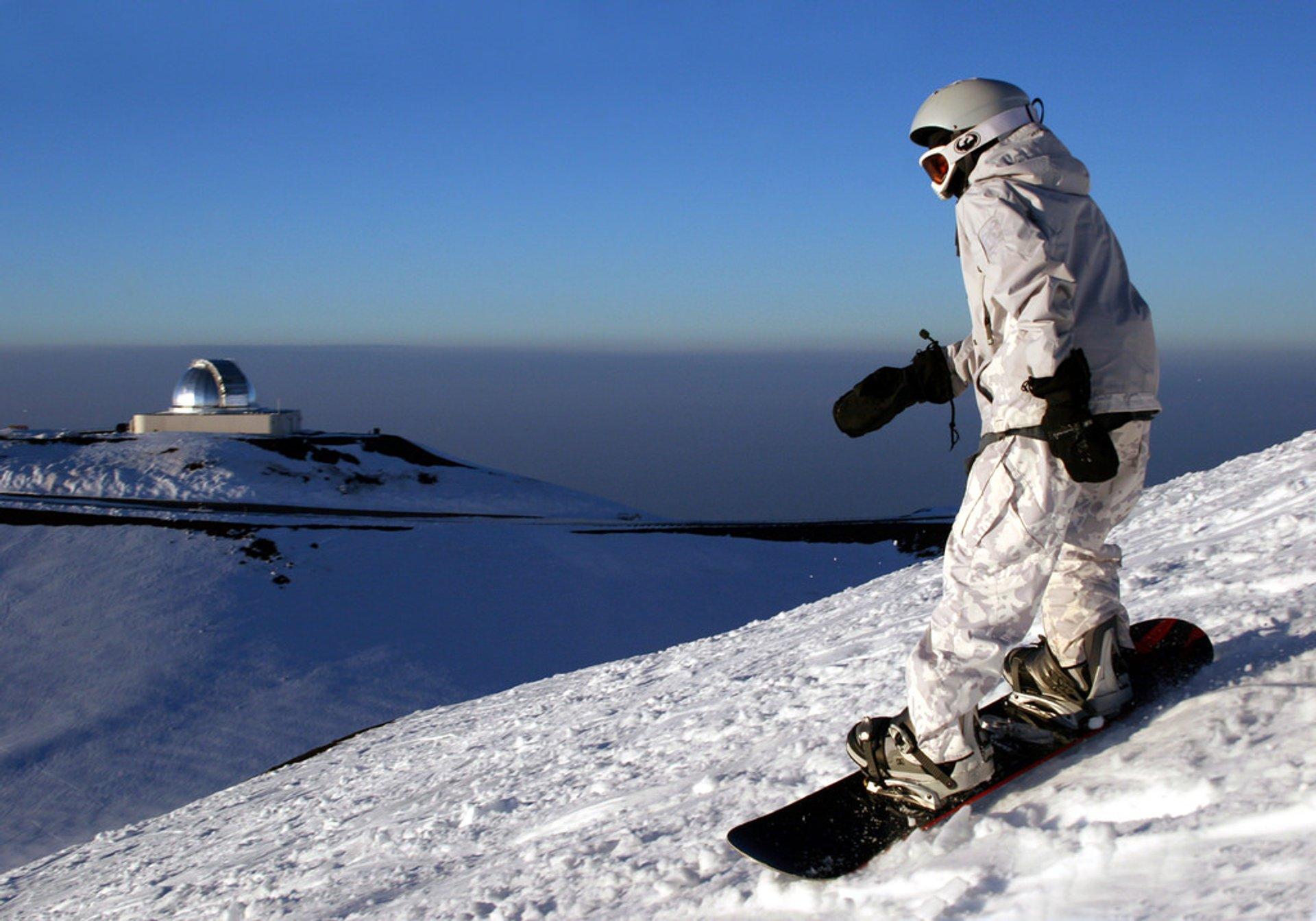 Skiing and Snowboarding Mauna Kea in Hawaii 2020 - Best Time
