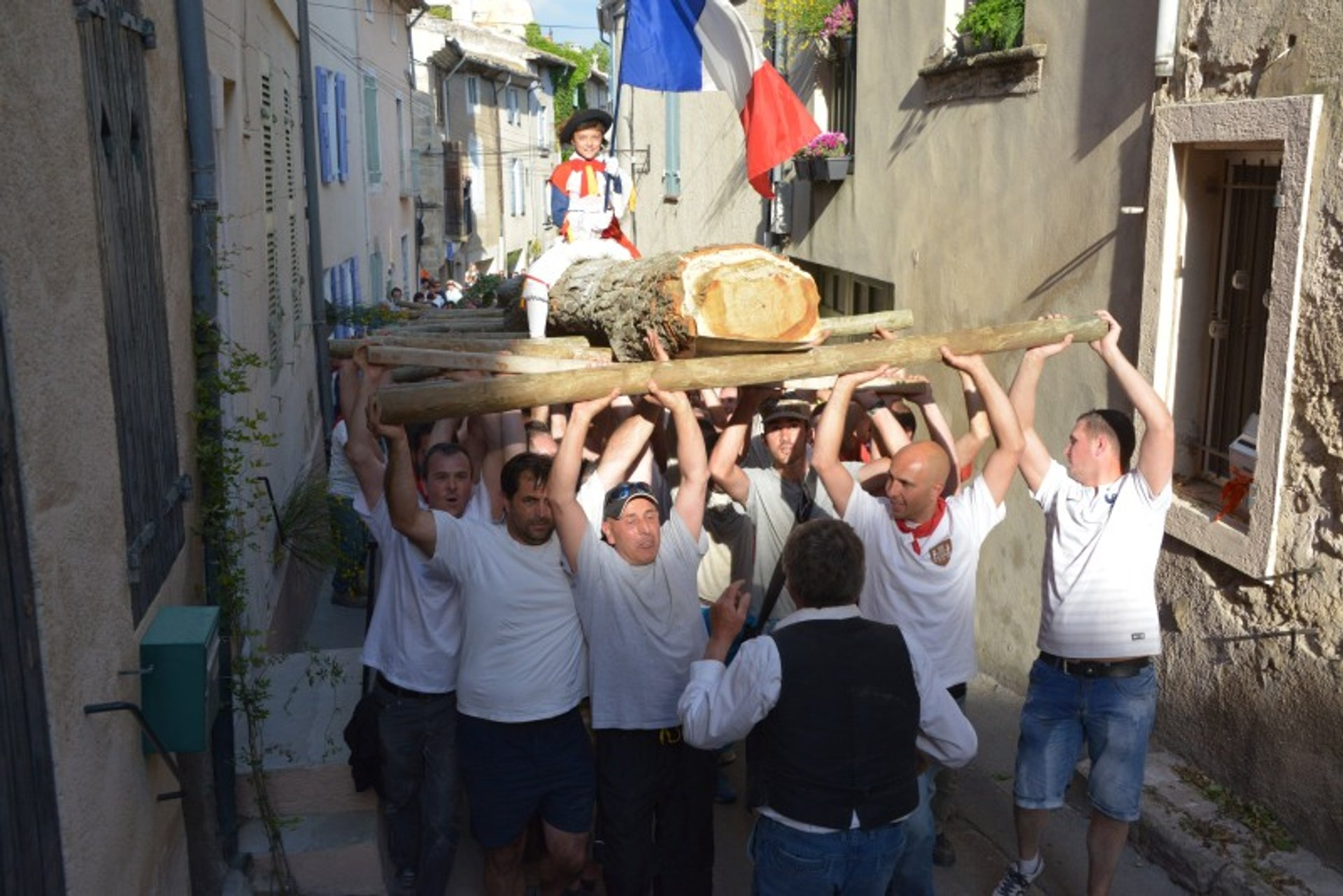 Best time for Saint Tulle's May Day in Cucuron in Provence & French Riviera 2019