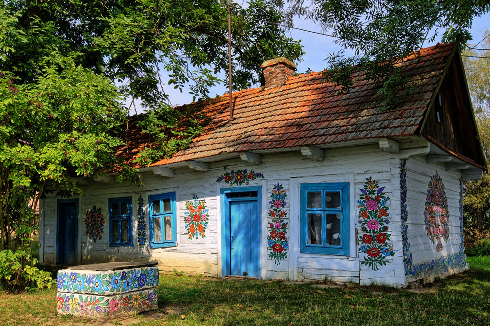 Best time for Painted Cottage Contest in Zalipie in Krakow