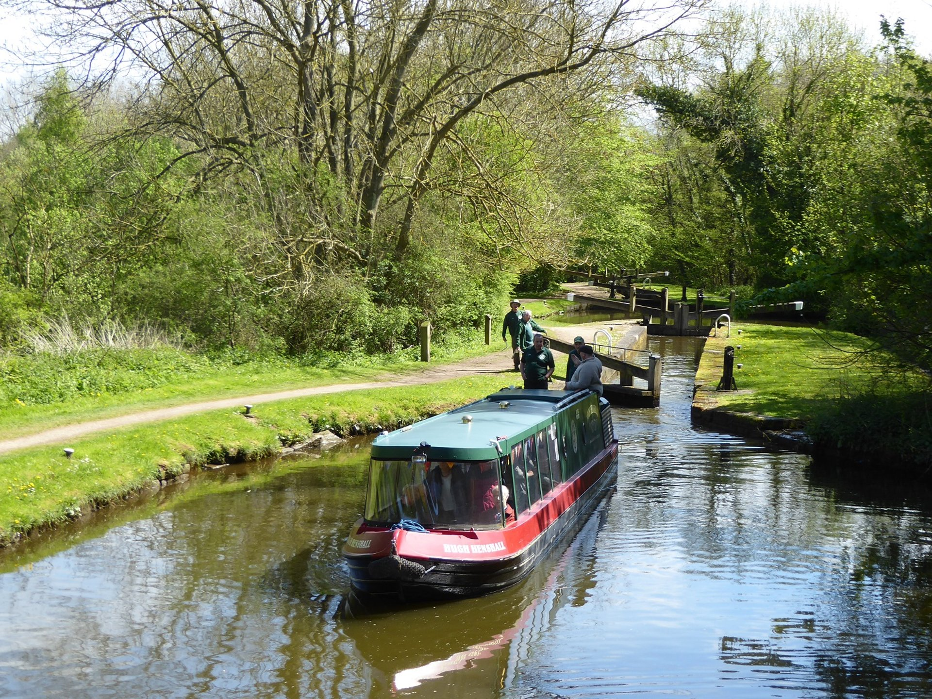 Boating along Chesterfield Canal in England 2020 - Best Time
