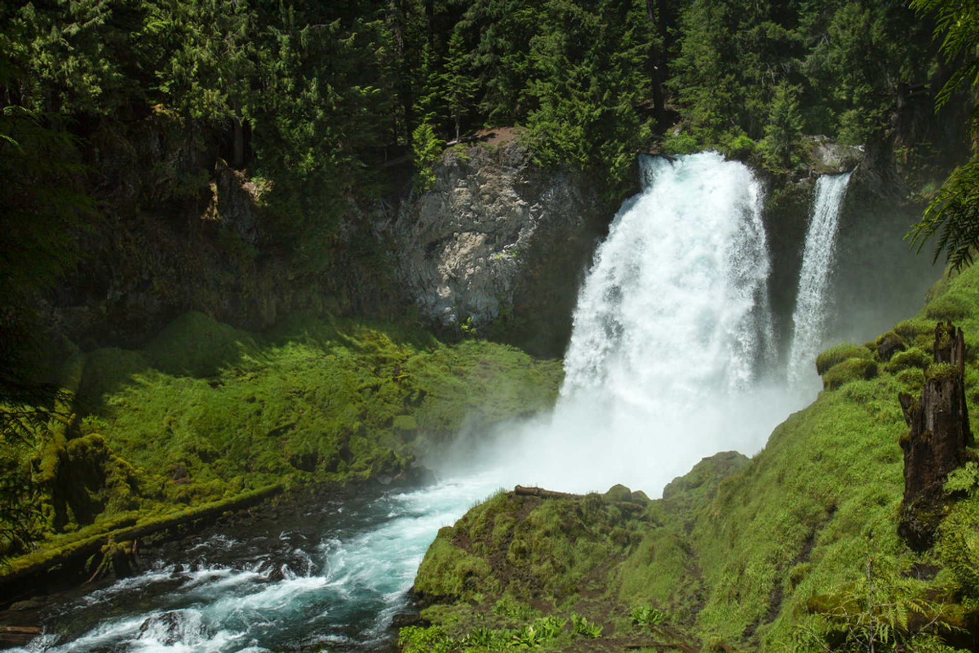 Sahalie Falls in the summer 2020
