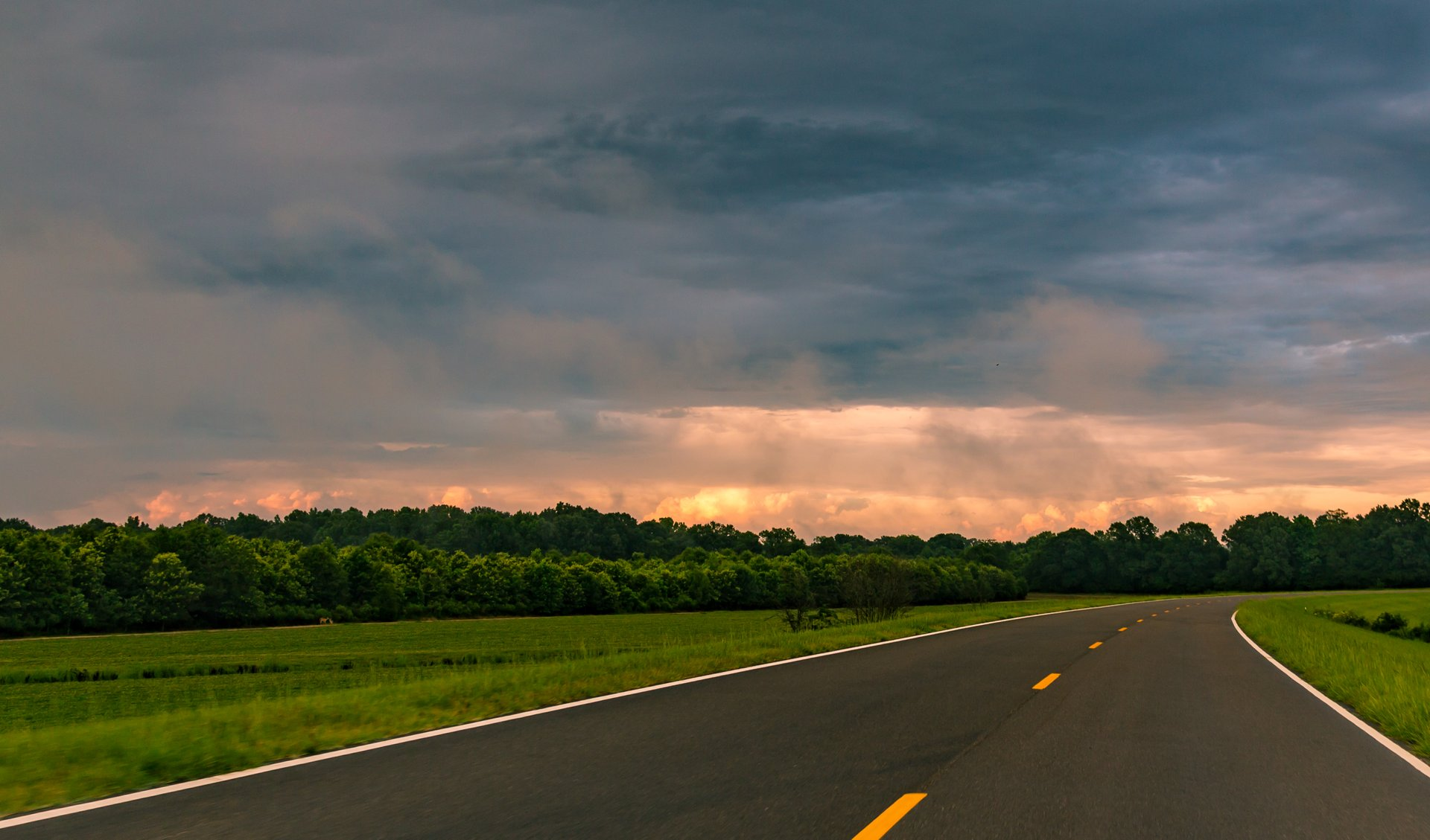 Natchez Trace Parkway sunset near Claiborne County, Mississippi 2019
