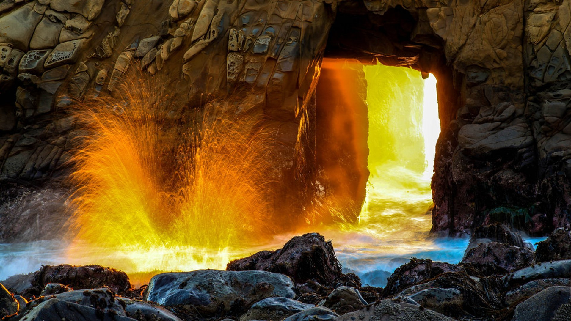 Sunset at Keyhole Arch, Pfeiffer Beach in California - Best Season 2019