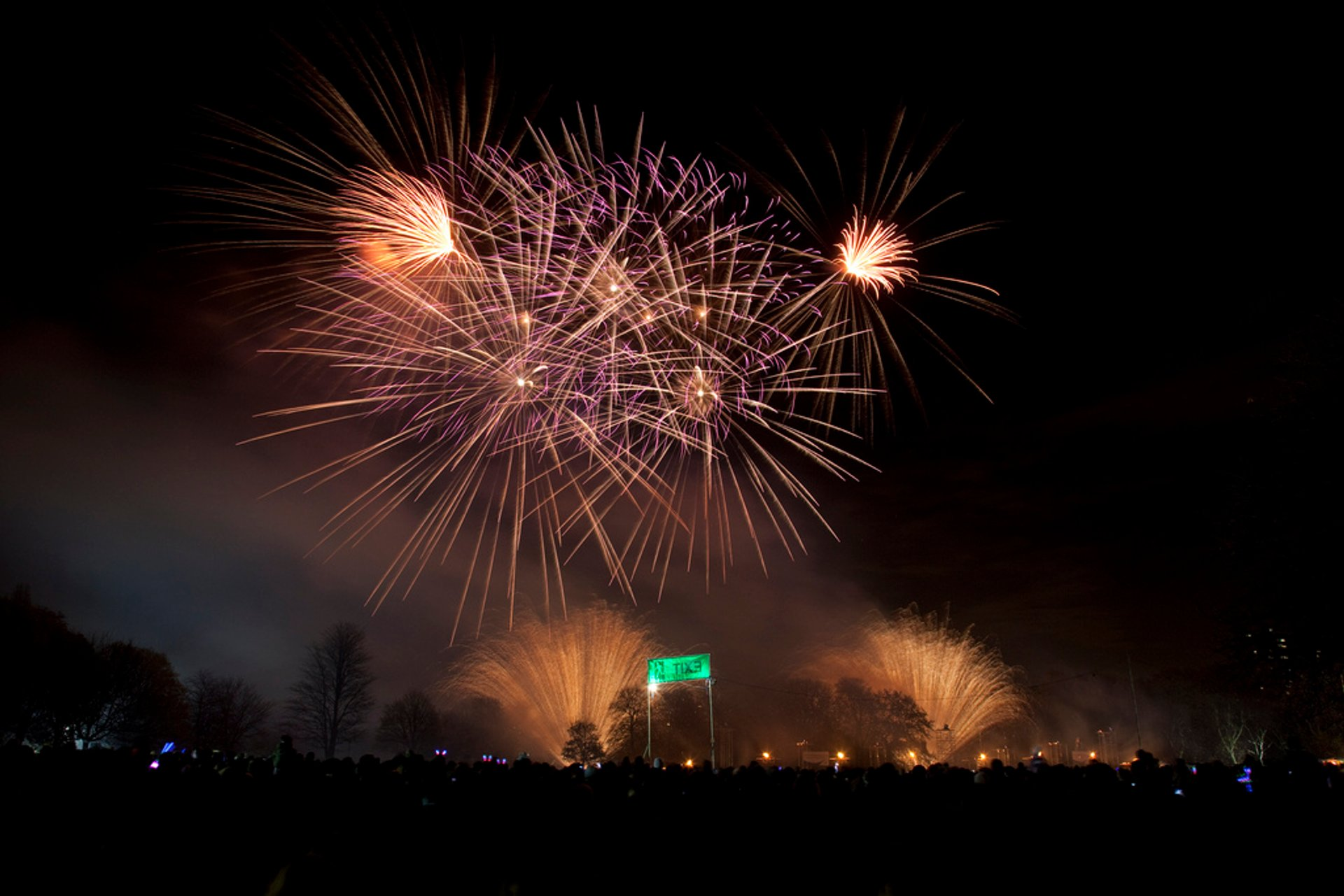 Tower Hamlets Fireworks at Victoria Park in London 2020 - Best Time