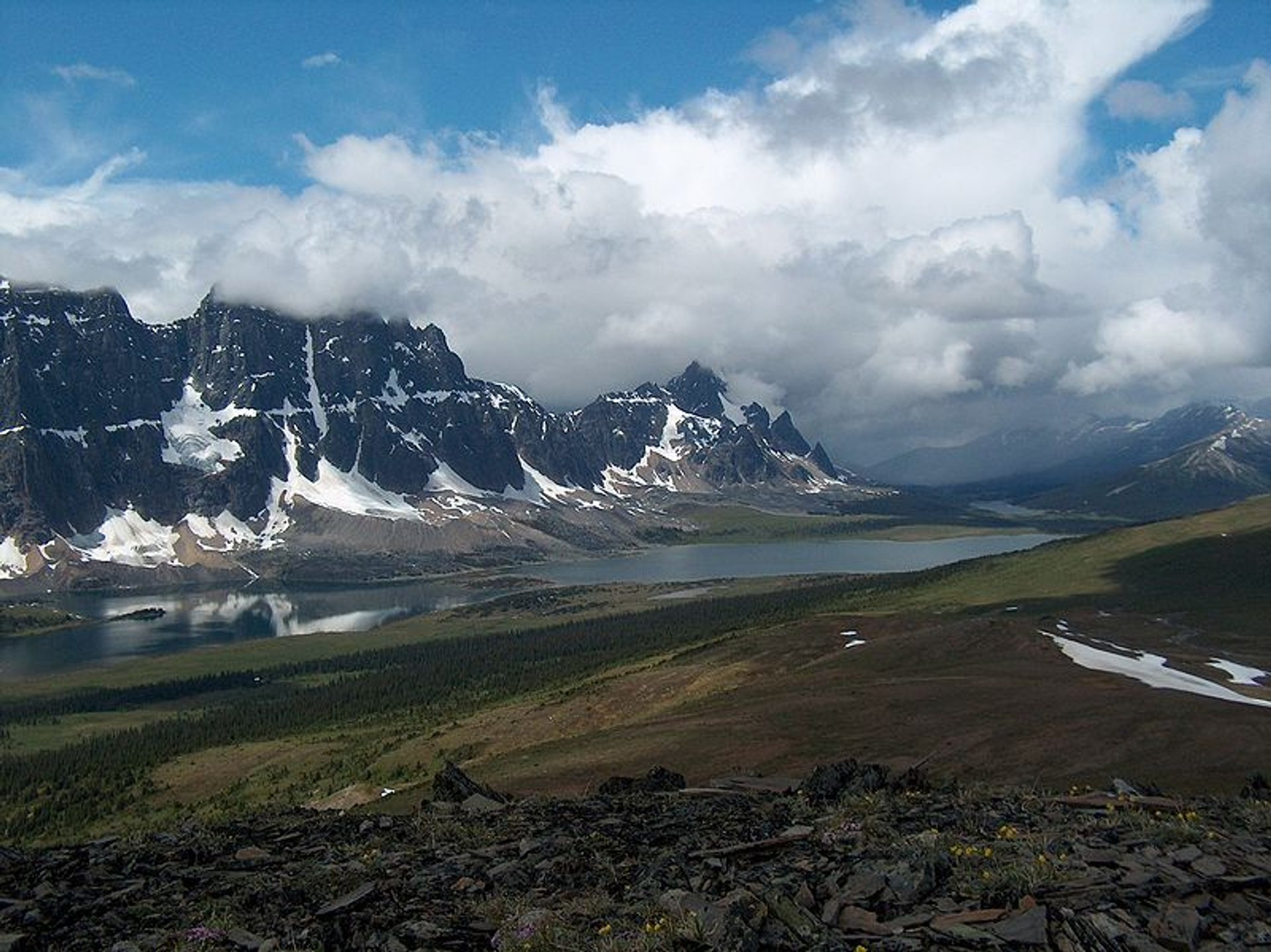 Best time for Tonquin Valley Hike in Banff & Jasper National Parks 2020