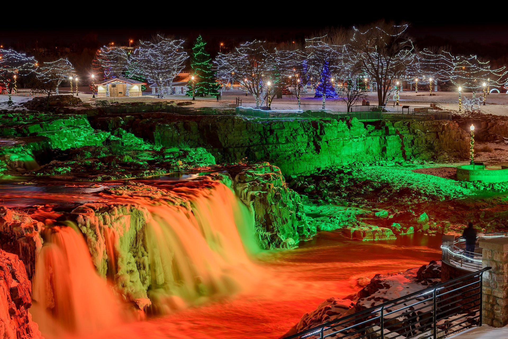 Best time to see Winter Wonderland at Falls Park in South Dakota 2020