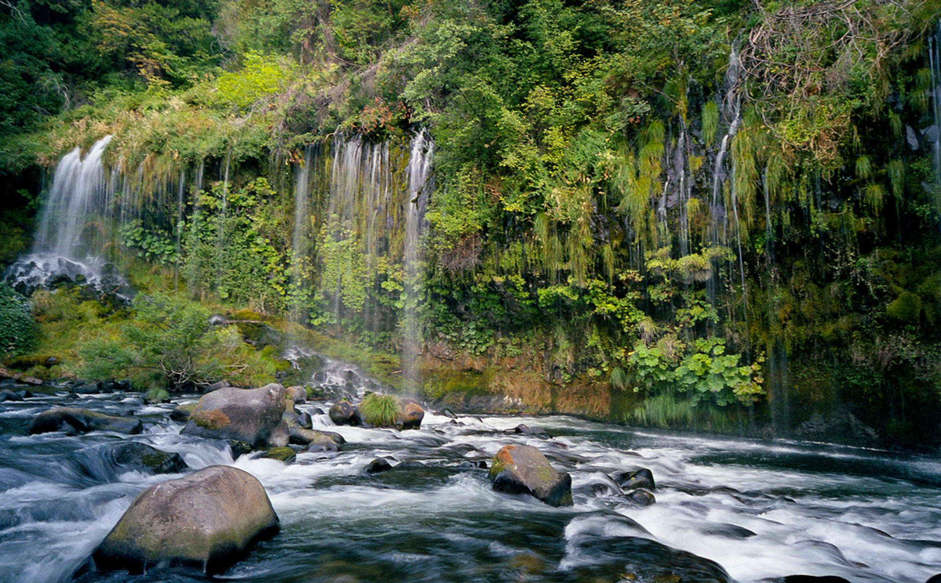 Mossbrae Falls in California - Best Season 2020