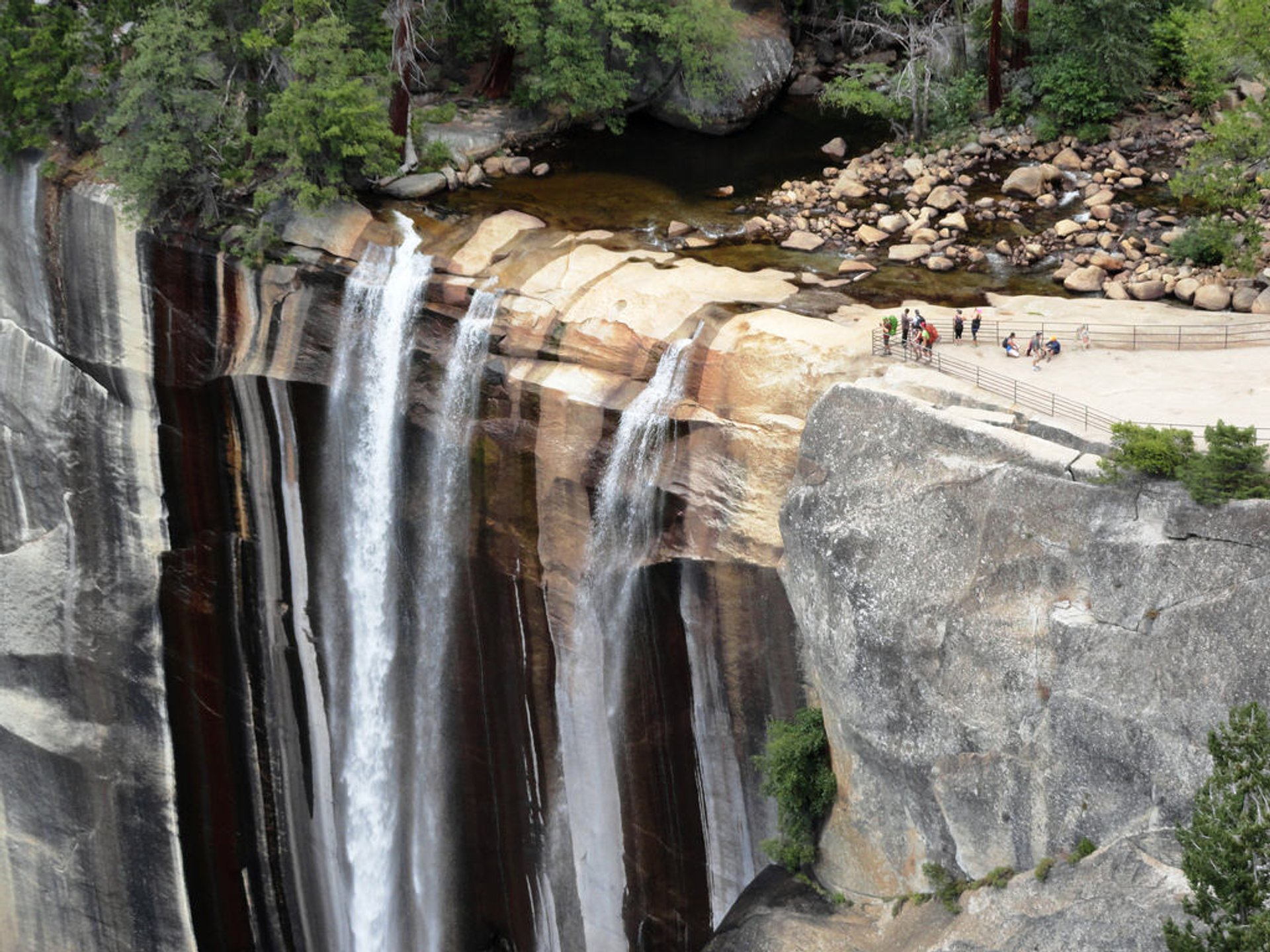 Best time for Mist Trail in Yosemite 2020