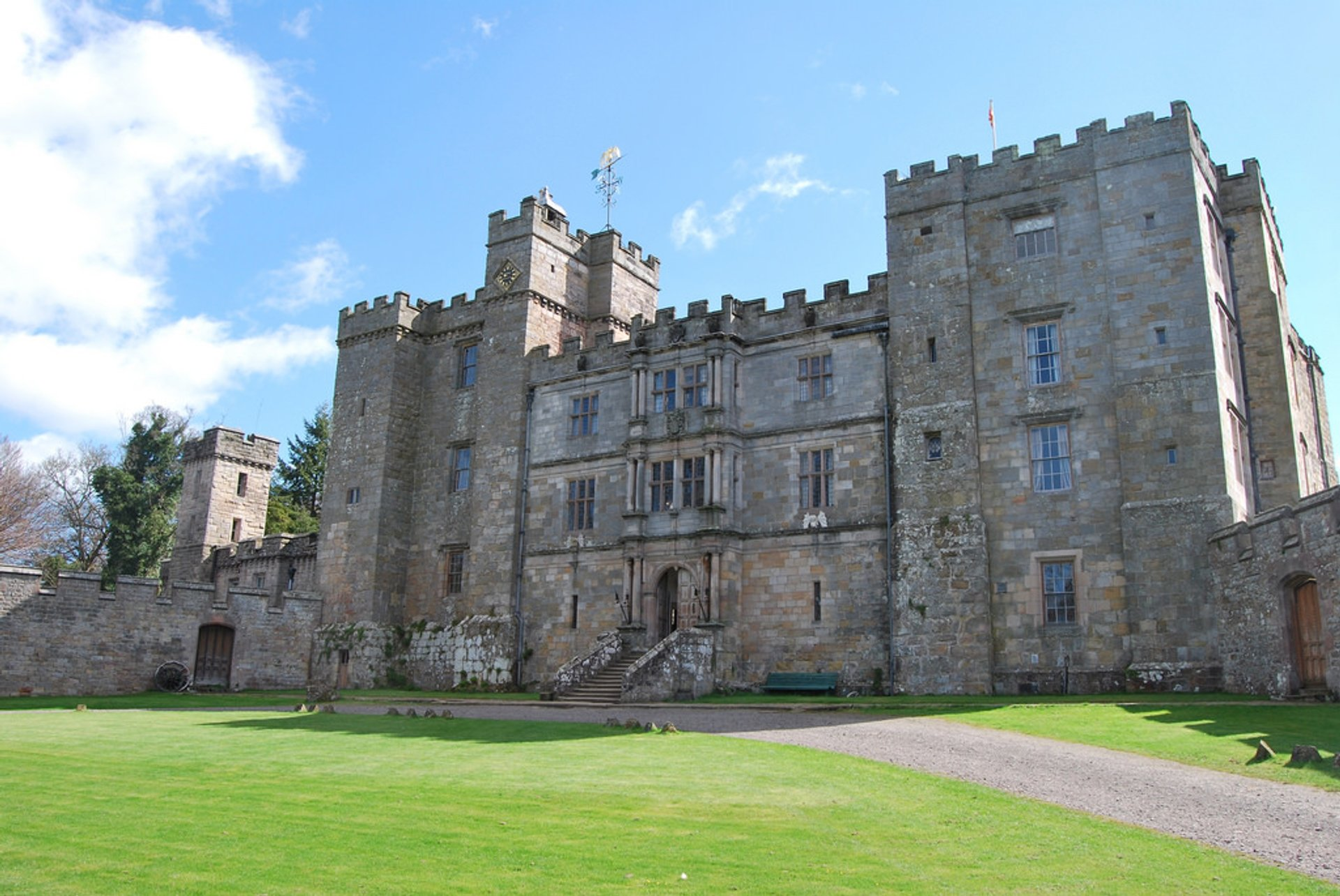 Chillingham Castle in England 2020 - Best Time