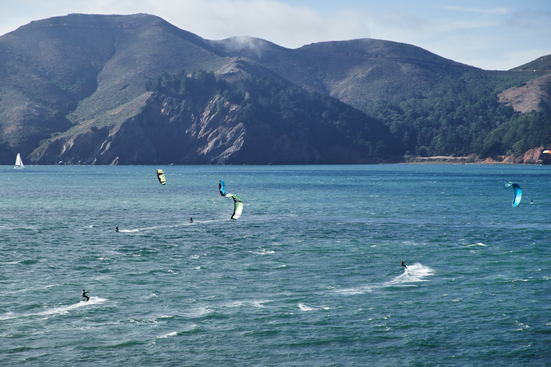 Kitesurfing and Windsurfing in San Francisco - Best Season 2020