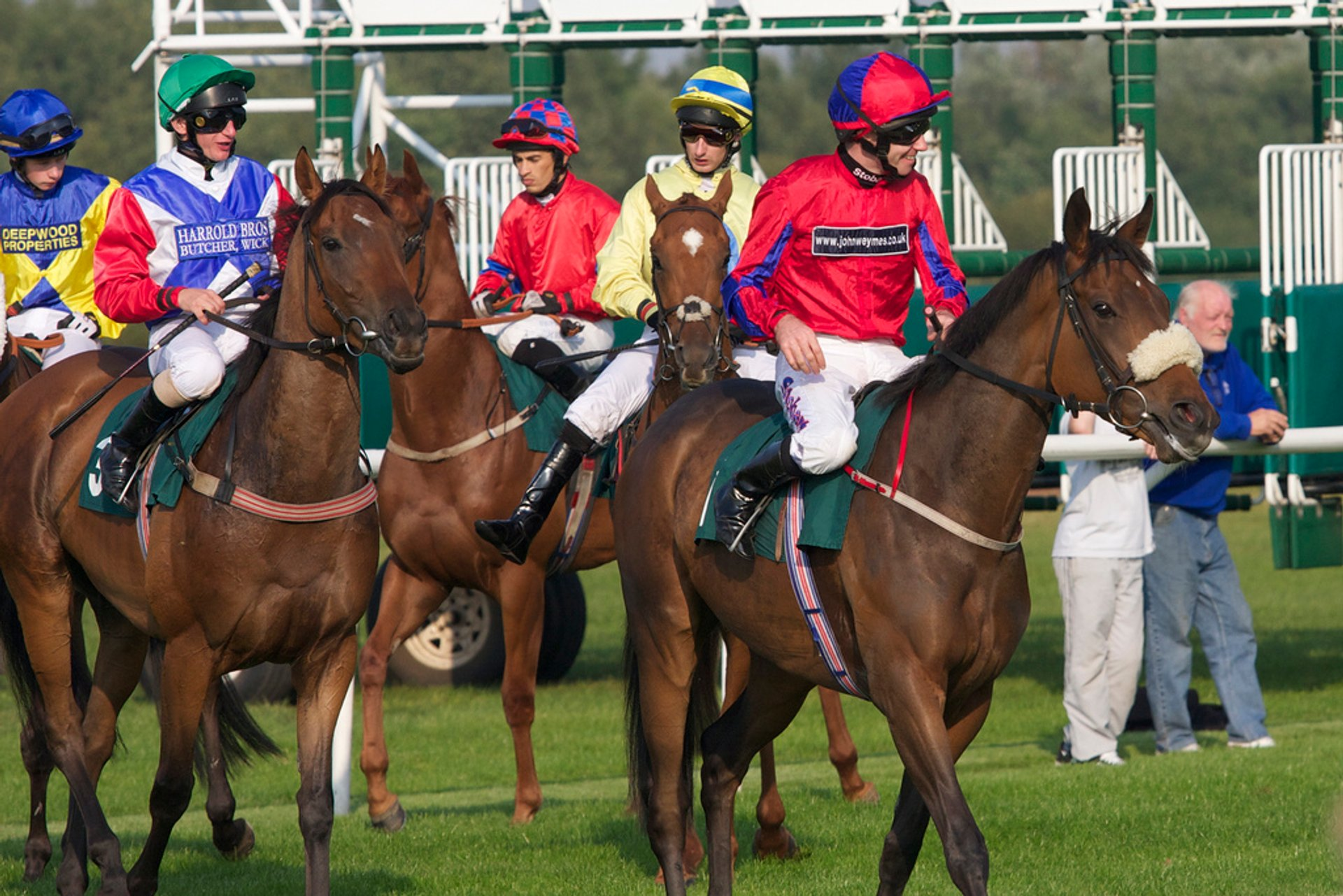 Best time for Horse Flat Racing Season in Edinburgh