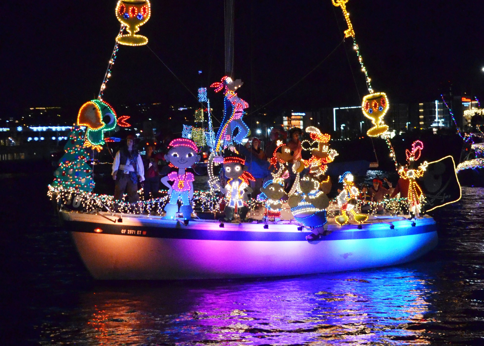 San Diego Bay Parade of Lights & Other Holiday Lights in San Diego 2019 - Best Time