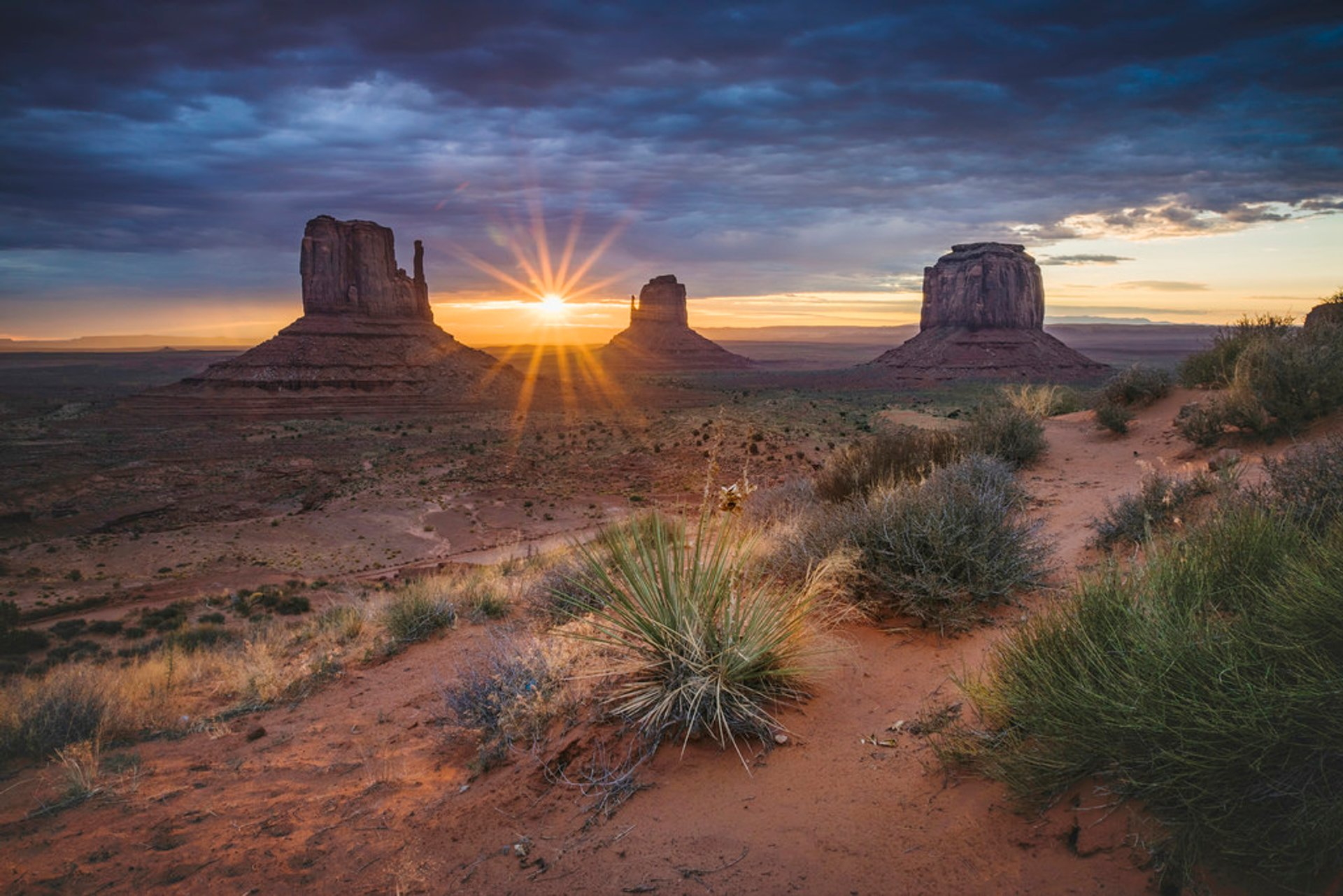 Sunrise Over Monument Valley in Utah - Best Time