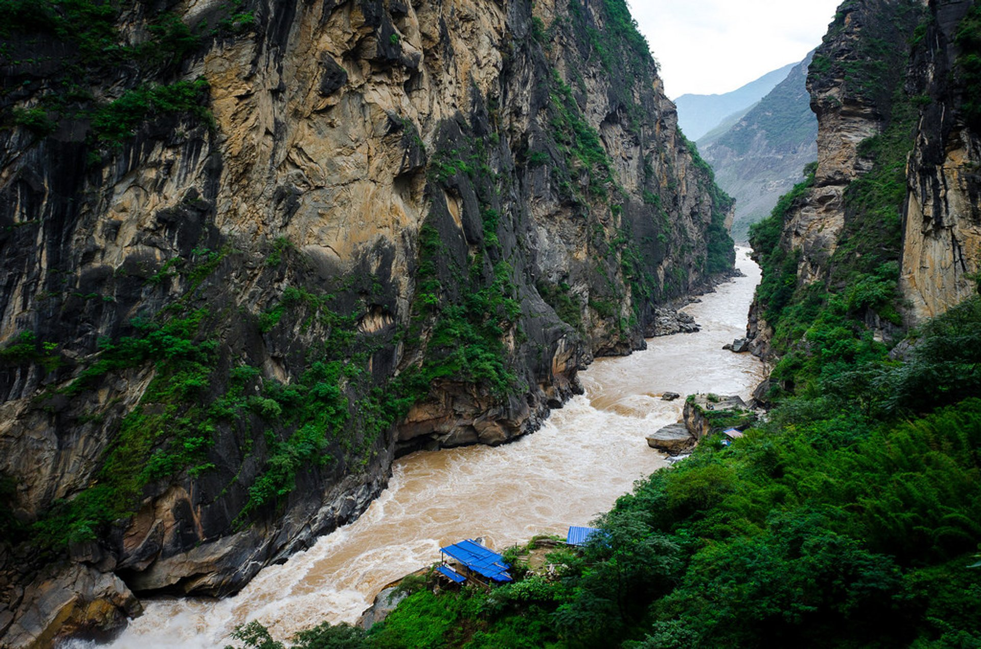 Tiger Leaping Gorge Hiking in China 2020 - Best Time