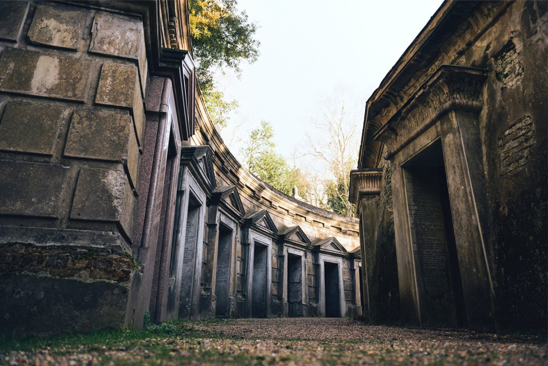 Best time for Highgate Cemetery in London 2020