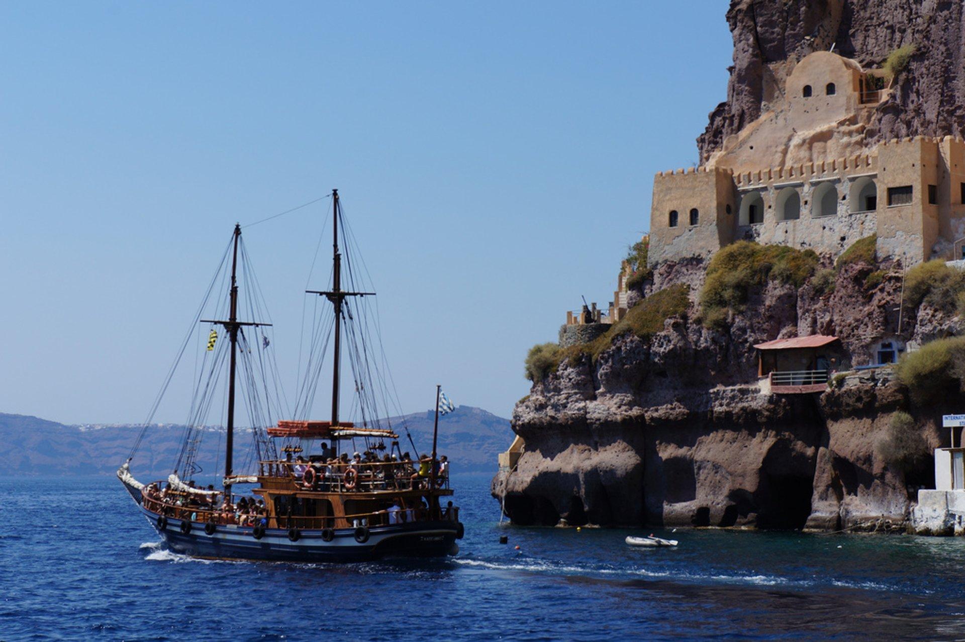 Sailing Season in Santorini - Best Season 2020
