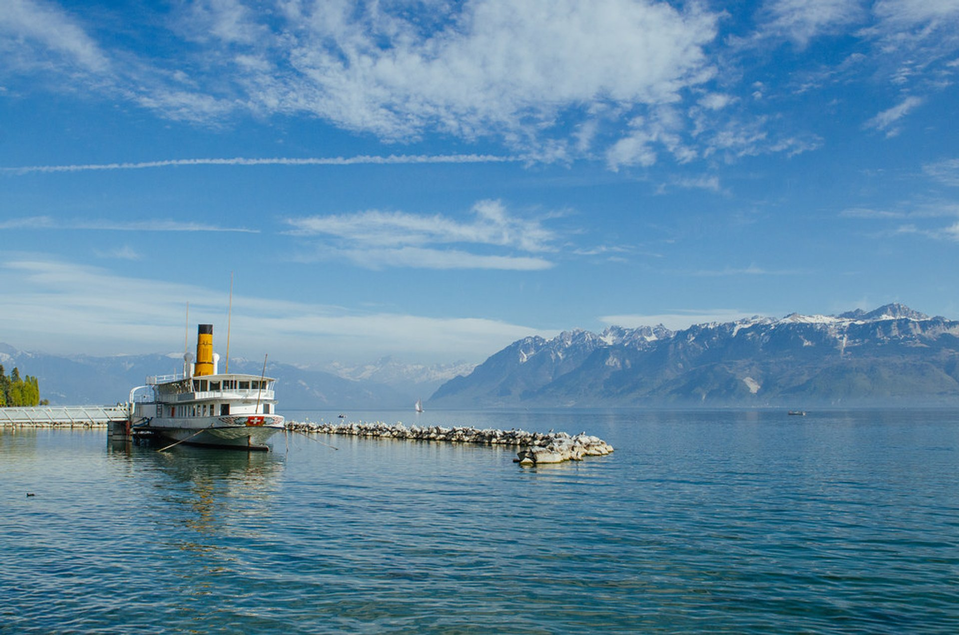 Lac Léman or Lake Geneva Cruise in Switzerland - Best Season 2020