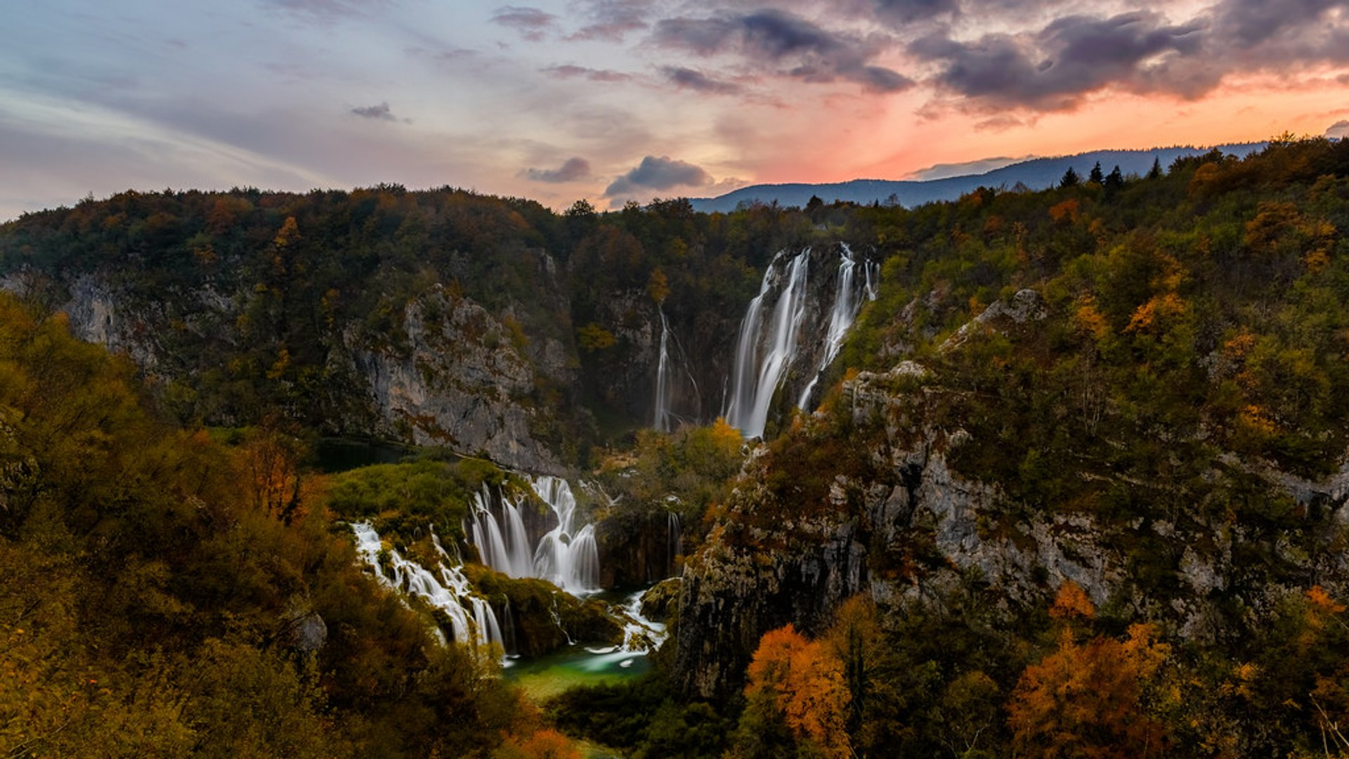 Autumnal Plitvice Lakes in Croatia - Best Season 2019