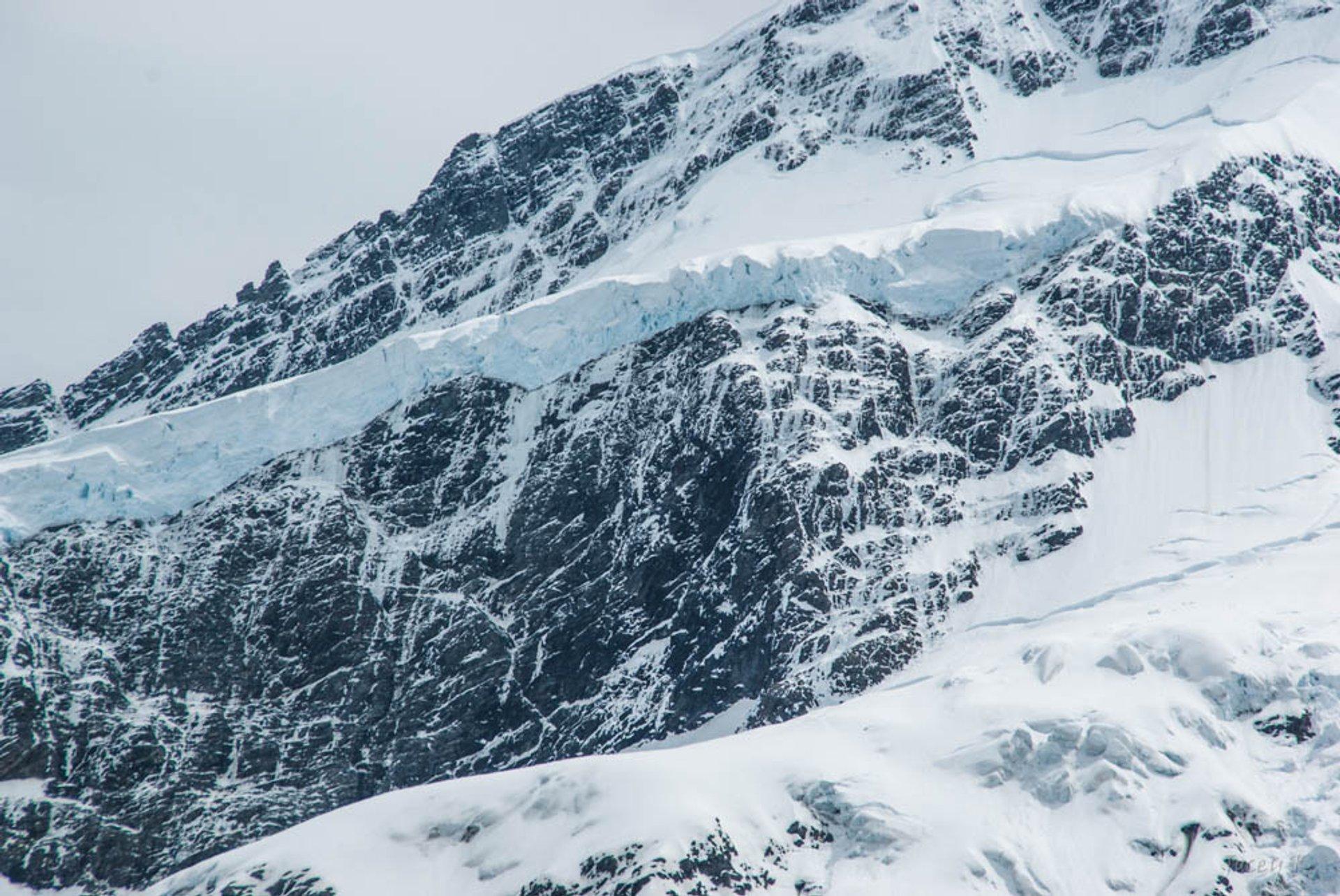 Climbing Mount Cook in New Zealand - Best Season 2020